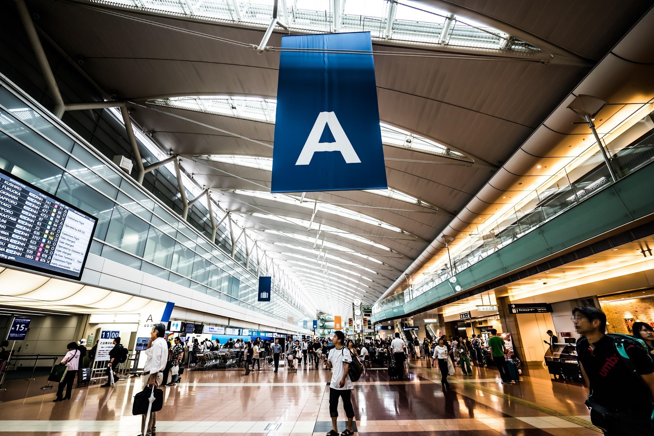 Haneda Airport departure lobby1