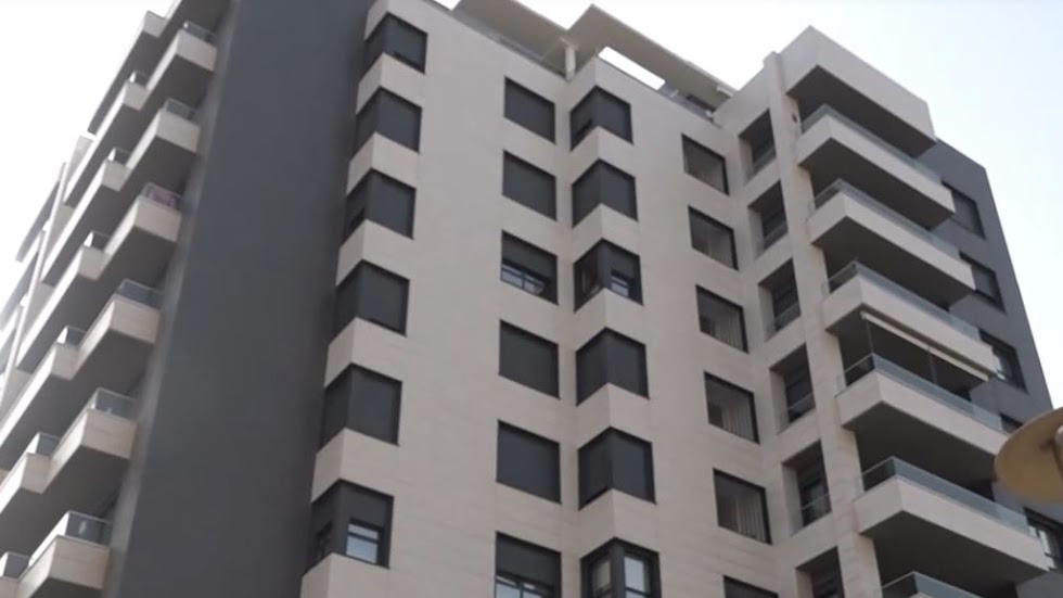 Fachada del nuevo edificio de la pareja.