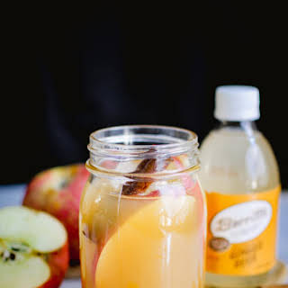 CINNAMON APPLE CIDER GINGER BEER COCKTAIL.