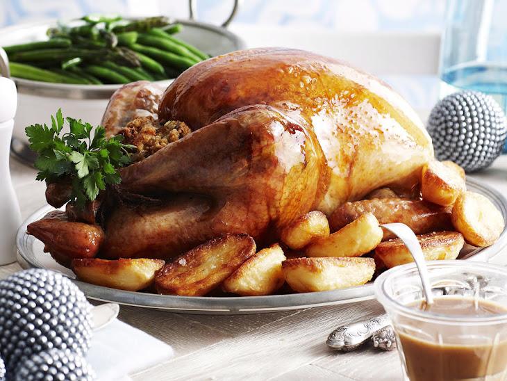 Roast Turkey with Bacon, Onion, and Sage Stuffing Recipe | Yummly