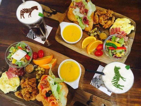 ✿Zebra Walking Cafe 斑馬散步咖啡✿ 透天老屋早午餐 ! 乾燥花與木頭交織出的質感氛圍~