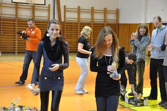 Photo: Předávání cen za umístění v matematické olympiádě (vánoční besídka, tělocvična školy, středa 21. prosinec 2011).