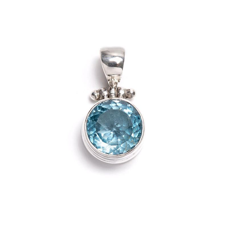 Blå topas, hänge med fasettslipad rund sten