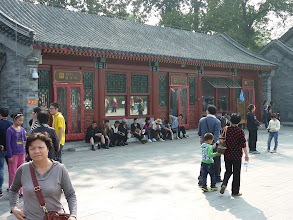 Photo: Beijing - Prince Gong's mansion in Shichahai area, crowded with disgusting tons of people during holidays