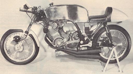 350 KRM 1973 vue de gauche présentée par Machines et Moteurs.