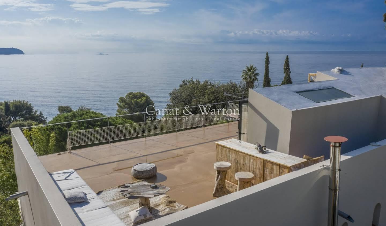 Villa with terrace Carqueiranne