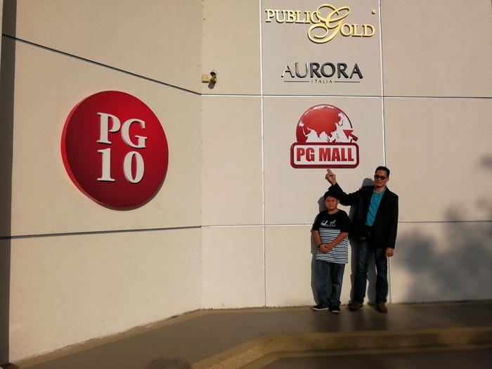 Ambil gambar label dibawah Public Gold seperti Aurora Italia merupakan produk barang kemas dan PGMall merupakan gedung online berkonsepkan 'ConsuMerchant).