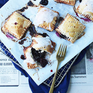 Blackberry Earl Grey Tea Pocket Pies
