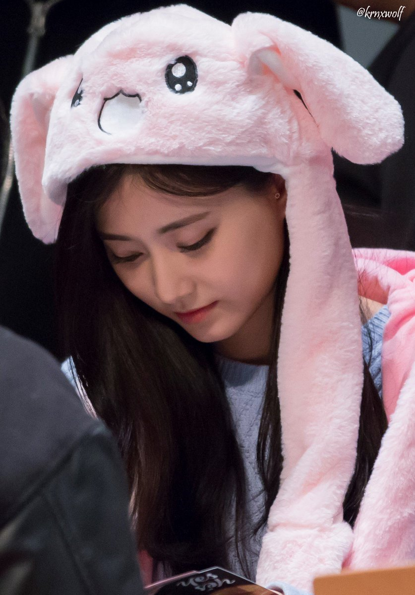 tzuyu in hat 8