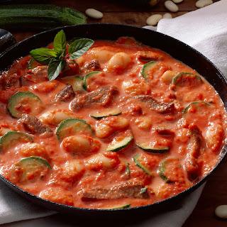Lamm-Zucchini-Pfanne mit Riesenbohnen