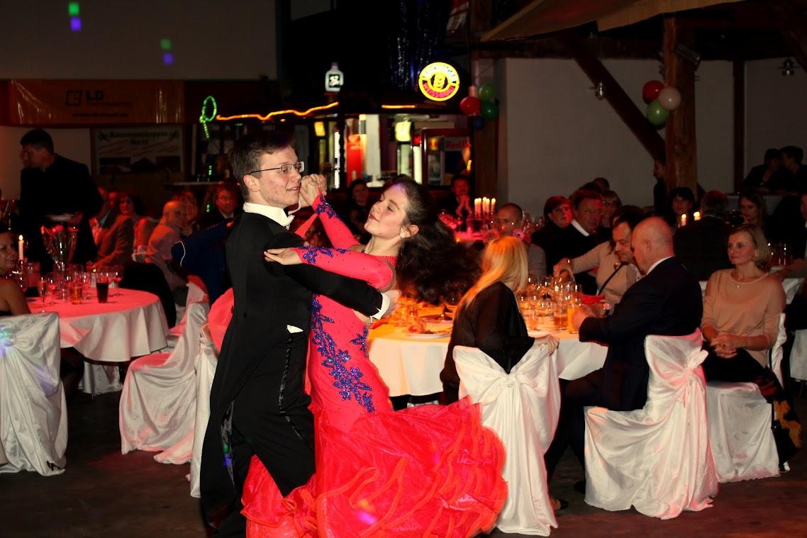 Die Tanzpaare des TSC Schwedt boten ihr Können dar und motivierten somit die Besucher das Tanzbein zu schwingen. Foto: Andreas Schwarze (BlickPunkt)