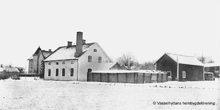 Photo: Mejeriet 1930-tal isförvaringen. Isen togs från Larsviken i Sörsjön där de sågas i stor flak och transporterade med häst till mejeriet.   350 kubikmeter is gick åt per år
