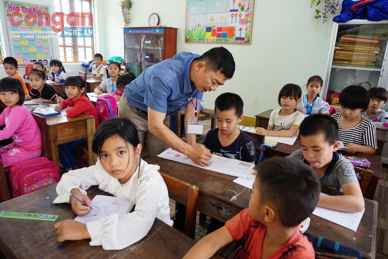 Giảm tải chương trình sẽ giúp học sinh giảm bớt áp lực