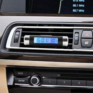Ceas digital iluminat cu termometru pentru autovehicul