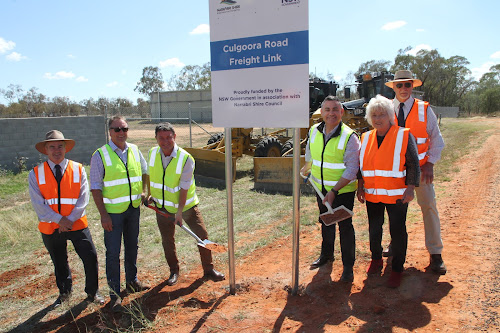 Narrabri Shire Director, Infrastructure Delivery, Darren Raeck, Member for Barwon Kevin Humphries and the Nationals' candidate for Barwon Andrew Schier,  the NSW Deputy Premier and Minister for Regional NSW, John Barilaro, the mayor Cathy Redding and deputy mayor Robert Kneale erect the sign signifying the $5.8 million road work is underway.