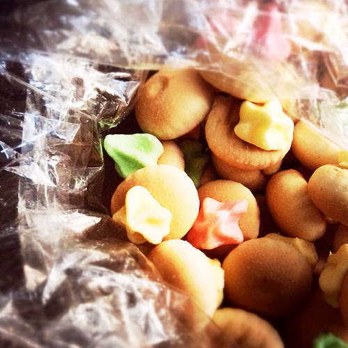 iced gem biscuits, belly button biscuits, 肚臍餅, 花佔餅, hong kong sweets