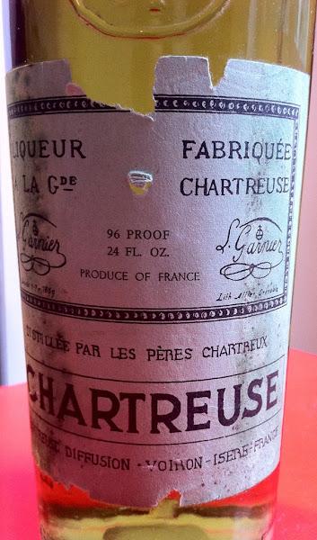 """Photo: Étiquette anachronique ?! Dérivée du modèle du début des années 1950 mais avec la mention """"Chartreuse Diffusion"""". Autre détail peu courant """"1869"""" au lieu de """"69"""".  Que de menues différences pour le marché anglosaxon. (merci à Vince)"""