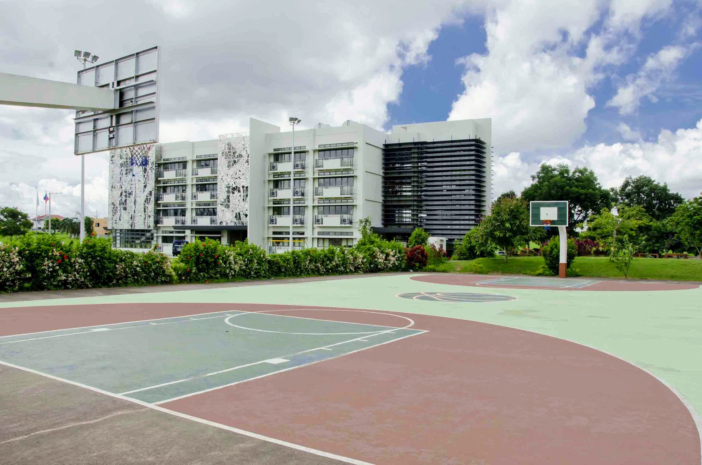 Metrogate Silang Estates basketball court