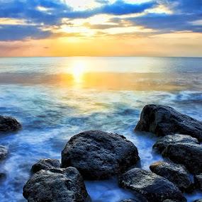 batu-batu pantai by Tri Hendro Kusumo - Nature Up Close Rock & Stone