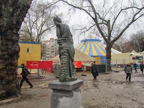 Photo: en voorbij het circus