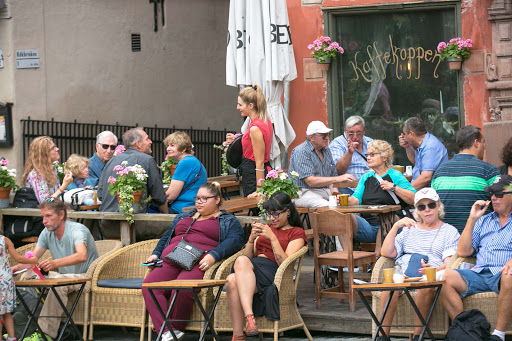 Crowd-at-Kaffekoppen-in-Gamla-stan.jpg - A crowd begins to gather at Kaffekoppen, a cafe on a public square in old Stockholm.