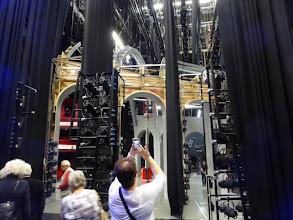 Photo: Achterkant van de coulissen en de zij-verlichting