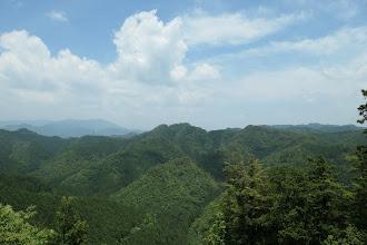 伐採地から景色(右奥に水晶山、左は瓢ヶ岳)