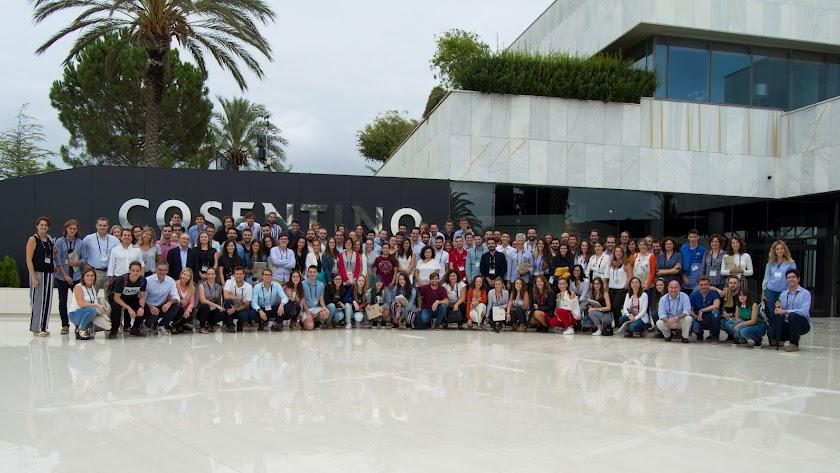 Cien jóvenes de la fundación