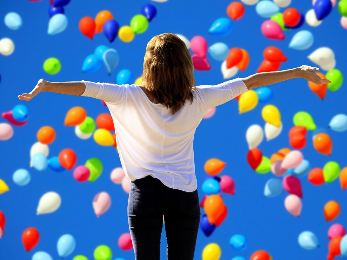 jugar globo juguete motivación felicidad valor alegría satisfacción positivo auto confianza alegría de la vida Frohsinn Codicia por vida Di sí a la vida piensa positivo