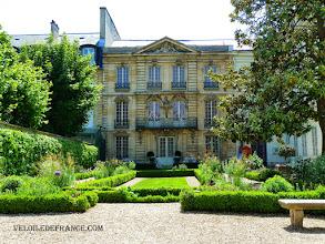 Photo: Le Musée Lambinet à Versailles, un musée sur l'histoire de la ville de Versailles - e-guide balade à vélo dans Versailles et son parc par veloiledefrance.com