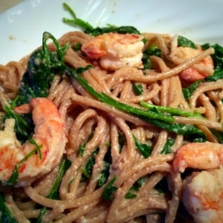 Shrimp Pasta With Garlic And Arugula.