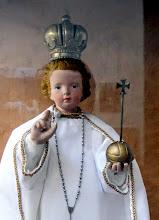 Photo: http://metropolita.hu/2011/12/karacsonyi-kilenced-a-pragai-kis-jezushoz/