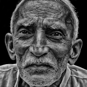 Face Of A Old Man by Soham Banerjee - People Street & Candids ( old, candid, streets, people, man, face, pwc faces,  )