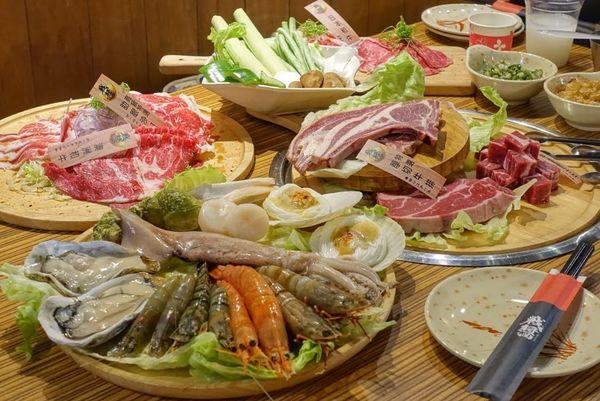 超狂和牛吃到飽!毛孩也有免費水煮肉肉 / 新莊燒烤 / 寵物友善:戰醬燒肉