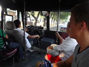 Photo: Přísně vypadající řidič poslouchal něco jako mexickej lunetic