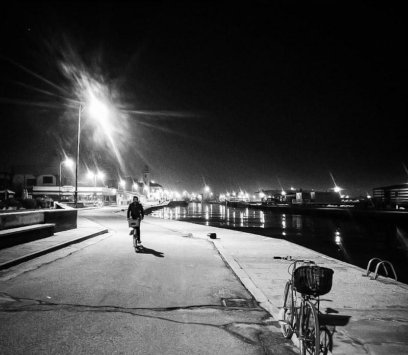 sembrava come le strade fossero assorbite dal cielo,e la notte erano tutte in aria... di chianamaste
