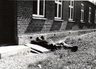 Photo: Keld slapper af ved forsamlingshuset