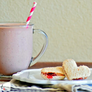 Peanut Butter & Jelly Smoothie Recipe #SmuckerBackToSchool #Smuckers #Jif
