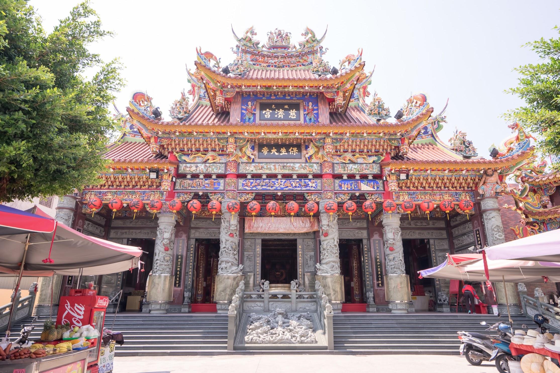 Kaohsiung Lotus Pond Cih Ji Palace1