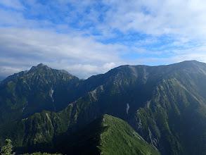 蓮華岳(右)と針ノ木岳(左)