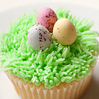 Grass and Egg Easter Cupcakes.