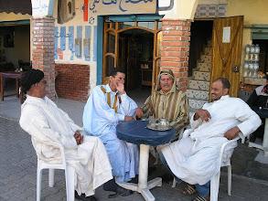 Photo: El Asiun na Saharze Zachodniej spotkanie towarzyskie tubylców
