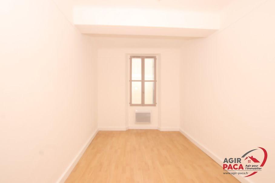 Location  appartement 3 pièces 61.73 m² à Roquebrune-sur-Argens (83520), 690 €
