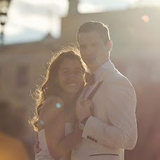 Wedding photographer Anton Gunchev (FotoGroup). Photo of 04.12.2012