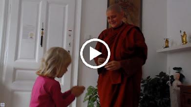Video: Obětiny - Offering pūjā