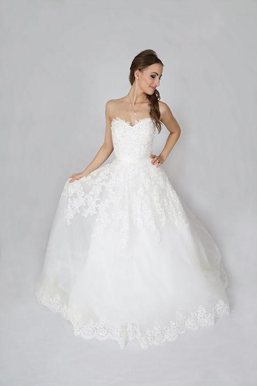 T1 Brudklänning med prinsesskjol, tub och spets