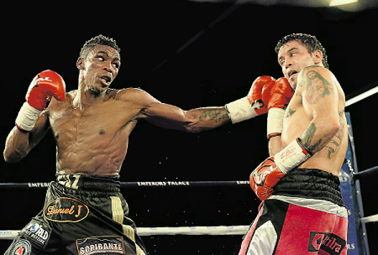 Thulane Mbenge, left, of SA faces Diogo Chaves of Argentina during the Bombs Away Box and Dine event at Convention Centre, Emperors Palace in June