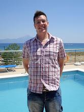 Photo: Tomi a medence szélén