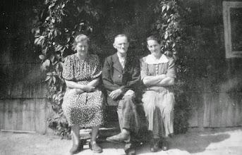 Photo: Die Nachbarn - Fam. Haidinger und Maridl