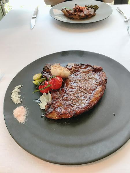 服務真得很棒  但點了一個不適合自己口感的牛肉 讓我吃得有點痛苦  湯品推推!